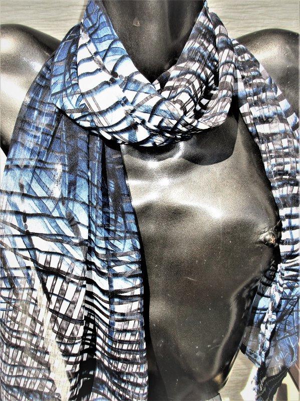 Schal, blau gemustert