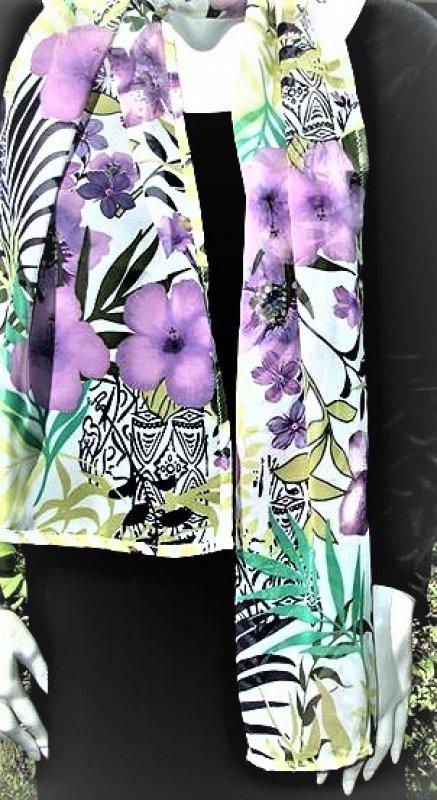 Bunter Schal in floralem Muster
